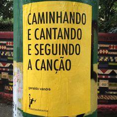 """Caminhando e cantando e seguindo a canção"""", """"Todos somos um e juntos não existe mal nenhum"""" ou """"Manhã de sol, meu iá iá meu iô iô"""" são alguns dos mais populares versos do moderno cancioneiro brasileiro que, pelas ondas do rádio, invadiram as casas de todo Brasil nas últimas décadas."""
