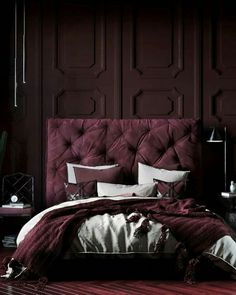 Nightstands, beds, side tables, cabinets or armchairs are some of the luxury bedroom furniture tips that you can find. Every detail matters when we are decorating our master bedroom, right? Burgundy Bedroom, Bedroom Red, Home Bedroom, Master Bedroom, Bedroom Decor, Mens Bedding Sets, Luxury Bedroom Furniture, French Country Bedrooms, Bedroom Styles