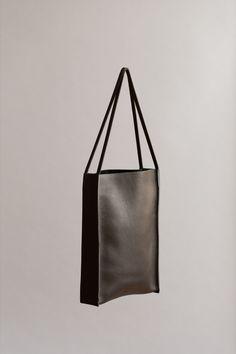 BLACK CALDERA TOTE | CHIYOME - Minimalist Handbags