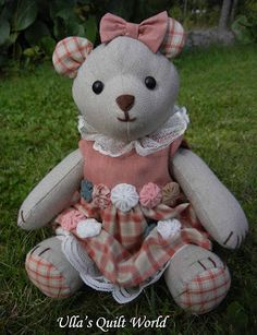 Make teddy Bears out of old family clothes with this pattern. Ulla's Quilt World: Teddy Bear and PATTERN, Chenille