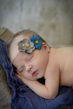 Newborn paper flower DIY headband Amber Yanovich Photography | Jackson, MI
