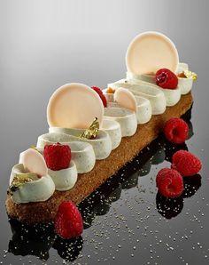 Biscuit amande, crème au confit de pamplemousse et framboises - Lilian Bonnefoi - Hôtel du Cap Eden Roc