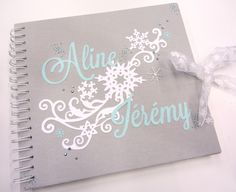 Livre d'or mariage flocons hiver Marriage Album, Shabby, Perfect Marriage, Scrapbook Designs, Wedding Guest Book, Mini Albums, Wedding Inspiration, Invitations, Messages