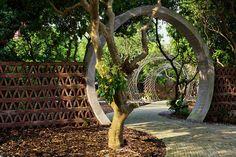 Der Eingang zum Garten des Gewölbe-Hauses