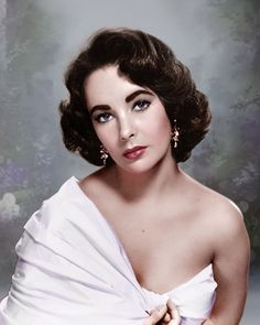 Elizabeth Taylor in the Movie 'Elephant Walk' Promotional Portrait Photo Golden Age Of Hollywood, Classic Hollywood, Old Hollywood, Hollywood Glamour, Hollywood Stars, Elizabeth Taylor, Child Actresses, Actors & Actresses, British Actresses