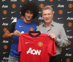 Fellaini with manager Moyes after signing for Manchester United