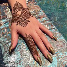 simple but cool - Henna . Henna Designs Feet, Henna Tattoo Designs Simple, Finger Henna Designs, Mehndi Designs Book, Mehndi Designs For Beginners, Unique Mehndi Designs, Mehndi Designs For Fingers, Beautiful Henna Designs, Dulhan Mehndi Designs
