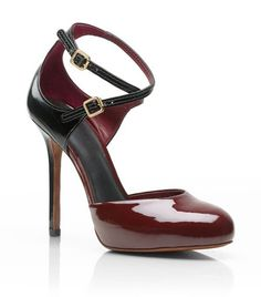 This patent leather oxblood pump by Tory Burch would be such a wonderful addition to any fall wardrobe.  So chic.