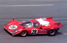Daytona, 24 ore 1970, questa è la 512S Chassis 1026 n.28 di Andretti - Merzario, classificatasi terza assoluta, immagine scattata quasi alla fine della maratona, come si vede non c'è il secondo numero di gara sulla fiancata sx, molto probabilmente era stato montato solo durante le prove, ma poi tolto per la gara .