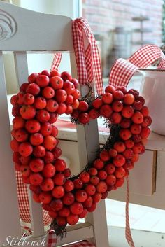 42 Cozy Diy Apple Decorations Ideas That Suitable For Autumn - I admit it. This is my favorite time of year. While friends and family are unabashed lovers of the summer, with its long sunny days, barbecues, and va. Decoration Christmas, Noel Christmas, Christmas Wreaths, Holiday Decor, Apple Decorations, Valentine Decorations, Fall Home Decor, Autumn Home, Apple Wreath