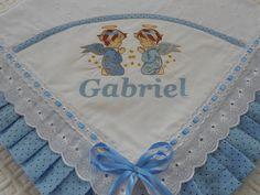 Manta de Laise bordada com nome e desenho acabamento com tecido 100%algodão e passa fitas