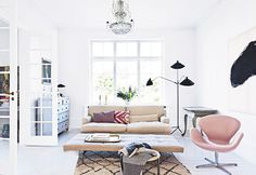 pink arne jacobson swan chair / sfgirlbybay I want a chandelier in my life!
