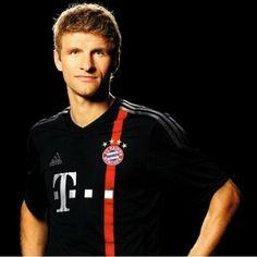 Thomas Müller FC Bayern München - #FCB #Bundesliga - http://www.marco-reus-trikot.de/thomas-muller-deutschland-trikot/
