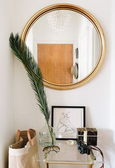 apartment owner styles vintage items like her grandfather's glasses into her decor. Such a lovely table vignette! (from a Washington D. Apartment Tour by A Cup of Jo) Home Living, Living Spaces, Deco Originale, Vintage Home Decor, Vintage Apartment Decor, Bedroom Vintage, Modern Interior Design, Home Decor Inspiration, Decor Ideas