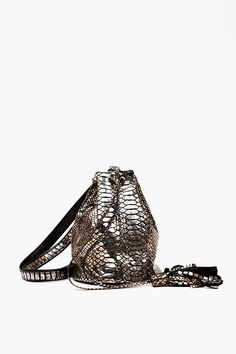 Lola Metallic Bucket Bag in Accessories Bags at Nasty Gal My Bags, Purses And Bags, Accessories Shop, Fashion Accessories, Metallic Look, Metallic Bag, Ethnic Bag, Look Fashion, Bucket Bag