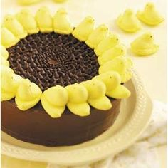 Peeps Sunflower Cake Recipe - Chocolate frosting, yellow Easter peeps, and chocolate chips. Cute! betterbudgeting