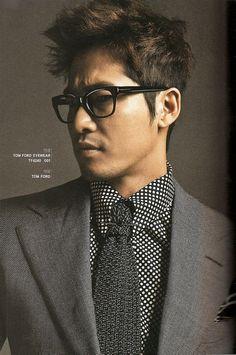 Kang Ji Hwan looking snazzy as ever.