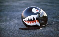 Helmet with attitude Motorcycle Helmet Design, Cafe Racer Helmet, Cool Motorcycle Helmets, Motorcycle Wheels, Racing Helmets, Cafe Racer Motorcycle, Cool Motorcycles, Motorcycle Style, Cafe Bike