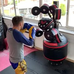 Muay Thai Martial Arts, Self Defense Martial Arts, Martial Arts Workout, Mixed Martial Arts, Boxing Training Workout, Mma Workout, Gym Workout Videos, Muay Thai Training, Boxing Techniques
