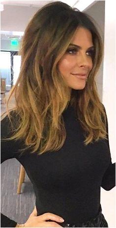 Medium Hair Styles, Natural Hair Styles, Short Hair Styles, Hair Medium, Cut My Hair, Hair Cuts, Maria Menounos Hair, Middle Part Hairstyles, Mid Length Hair