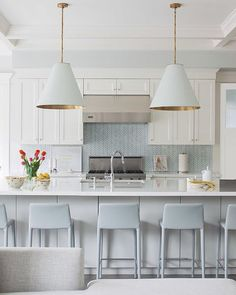 Kitchen inspiration from Pinterest this evening. Soothing tones? Check. Touch of gold? Check. Stunning. Just stunning. (I couldn't find a source on this, so if you have one, let me know and I will make the credit!)
