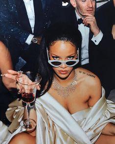 "QueenRih — Rihanna is ""Thee Baddest"" Bish Wheeeewwww. Rihanna Mode, Rihanna Riri, Rihanna Style, Beyonce, Black Girl Aesthetic, Boujee Aesthetic, Aesthetic Photo, Aesthetic Pictures, Photowall Ideas"