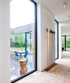 Moderne woning • houtskeletbouw • tegelvloer • vast raam • interieur • terras • Foto: www.arkana.be