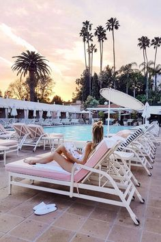 Fall in love with the mid-century architecture of Palm Springs, California! Oh The Places You'll Go, Places To Travel, Travel Destinations, Pool Fotografie, Reisen In Die Usa, Death Valley, Palm Springs Style, Palm Springs Hotels, Wanderlust Travel
