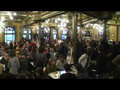 Prachtige flashmob in grand cafe in Pamplona!