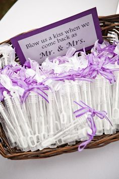 Seifenblasen pro nachher jener Trauung The post 33 Awesome Wedding Favors for Your Guests appeared first on DIY Projekte. Perfect Wedding, Dream Wedding, Wedding Day, Wedding 2015, Gift Wedding, Wedding Bride, Wedding Events, Wedding Stuff, Wedding Bells