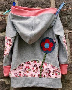 I can& stop sewing Kroodies. Today z Ich kann gar nicht mehr aufhören, Kroodies zu nähen. Heute zeig ich euch den d… I can& stop sewing Kroodies. Today I& going to show you the third one, who has become a little more girlish. Crochet Pullover Pattern, Poncho Knitting Patterns, Crochet Patterns, Baby Clothes Patterns, Clothing Patterns, Crochet For Kids, Sewing For Kids, Knitted Baby Clothes, Baby Dress