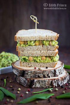 Sandwich cu avocado naut si leurda- A aparut leurda asa ca nu scap nicio ocazie sa o consum, ca ii trece vremea imediat. Astazi, sandwich cu avocado naut si leurda, la care am adaugat branza - Edith's Kitchen, Wild Garlic, Avocado, Salmon Burgers, Sandwiches, Tasty, Lunch, Vegetables, Ethnic Recipes