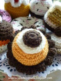 Amigurumi Comida: Tartaleta de Mandarina y Chocolate - Patrón Gratis en Español aquí: http://lacalledelaabuela.blogspot.com/2014/05/os-invito-pasteles.html