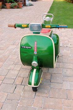 I don't know what a pedal car is. Motor Scooters, Vespa Scooters, Kids Scooter, Scooter Scooter, Vintage Toys, Vintage Vespa, Custom Vespa, Vespa Lambretta, Best Kids Toys