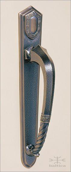 Telluride door pull 32cm & backplate 47cm with hinged cylinder lid - antique bronze - Custom Door Hardware | www.balticacustomhardware.com