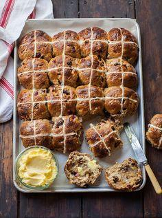 Easy stout hot cross spiced buns #recipe #baking