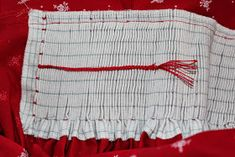 sewing galaxy: Den Dirndl Geheimnissen auf der Schliche, Teil 5 Sewing Room Organization, Sewing Class, Sewing Techniques, Couture, Pattern Making, Sewing Hacks, Smocking, Cheer Skirts, Clothes For Women