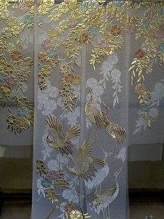 白地のオーガンジ:枝垂桜に鶴柄の色打掛