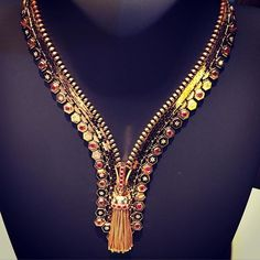 Instagram media bizzita_jewelry_blog - Van Cleef & Arpels, yesterday at the TEFAF in my home country; the Netherlands... This amazing necklace was once developed together with Wallis Simpson. Today only 3 pieces per year are produced. It is an amazing piece of jewelry! Zip Antique Ludo @vancleefarpels @tefaf_maastricht #tefaf #vancleef&arpels #zip #necklace #jewelry #jewelrythatilove #wallissimpson