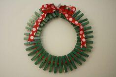 Addobbi natalizi con mollette di legno - Ghirlanda di mollette
