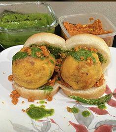 Vada Pav Recipe, Vegetarian Fast Food, Deep Fried Potatoes, Garlic Chutney, Mumbai Street Food, Fried Dumplings, Eat Happy, Green Chutney, Iftar