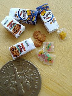 Miniature Food Art - Click to see more including tutorials...pretty amazing. http://snowfern-clover.blogspot.com/