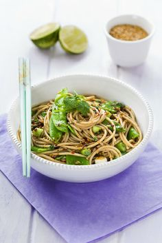foodescapades: Sesame Spaghetti by KLFoodStyle Veggie Recipes, Asian Recipes, Vegetarian Recipes, Cooking Recipes, Healthy Recipes, Ethnic Recipes, Healthy Food, Spaghetti, Pasta Dishes