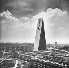 Edificio de la Torre Banobras (Banco Nacional Hipotecario), Nonoalco Tlatelolco, México DF 1962 Arq. Mario Pani Foto. Armando Salas Portugal - Banobras Tower Building (National Mortgage Bank), Nonoalco Tlatelolco, Mexico City 1962