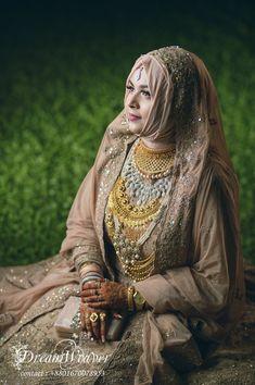 Hijabi Wedding, Hijab Wedding Dresses, Hijab Bride, Indian Wedding Outfits, Bridal Outfits, Bridal Hijab Styles, Asian Bridal Dresses, Beautiful Arab Women, Beautiful Bride