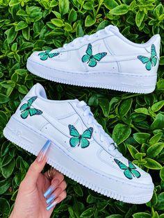 Dr Shoes, Swag Shoes, Cute Nike Shoes, Cute Nikes, Nike Air Shoes, Hype Shoes, Cute Sneakers, Shoes Cool, Cute Teen Shoes