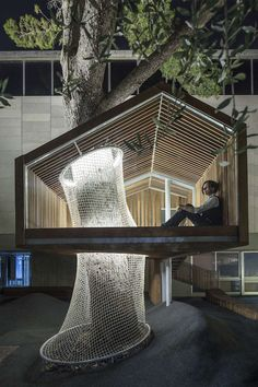 This treehouse stands at the entrance of the Youth Wing for Art Education at the Israel Museum, Jerusalem. Its cantilevered modern gable frame is built around an existing tree.
