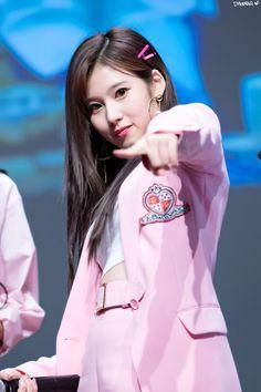 180428 상암 팬사인회 #사나 #트와이스 #TWICE #SANA #サナ #トゥワイスpic.twitter.com/M4qr0j7aA3 Nayeon, South Korean Girls, Korean Girl Groups, Cute Girls, Cool Girl, Sana Cute, Singer Tv, Sana Momo, Sana Minatozaki