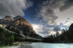 Kicking Horse is surrounded Rocky, Purcell and Selkirk Mountains, ridges and two rivers.