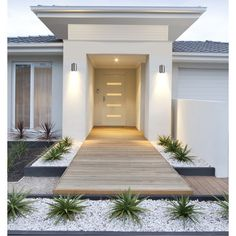 Features: -Uses 1 medium-base light bulb, 100 W maximum (not included). -For exterior use. -UL listed. -Cylindrical bod. -Rectangular back plate. -Ideal for entryways, garages, and porches. Fin